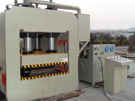 1800吨龙门液压机